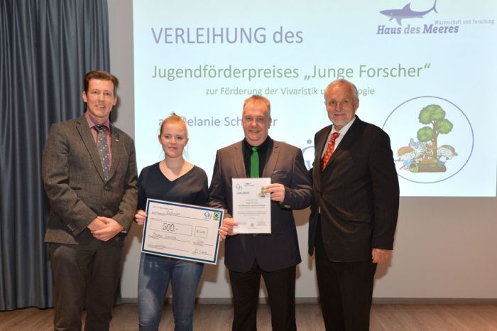 """Jugendpreis """"Junge Forscher"""" für Melanie Schwayer (v.l.n.r: A.Schramm, M. Schwayer, S. Roehl, W. Hödl)"""