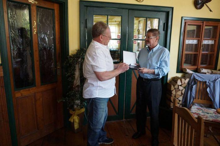 Verleihung des Ehrenpräsidenten an Hans Esterbauer