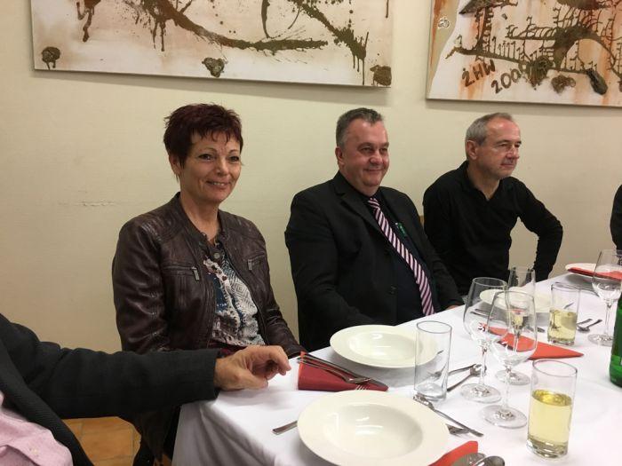 Regina Gabler, Sven Röhl von JBL und Dr. Anton Lamboj, Chefredakteur ATA
